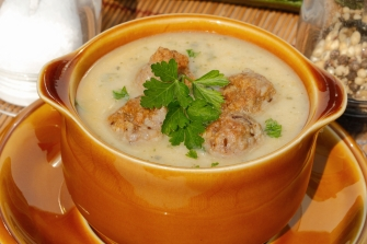 Zucchini soup with meatballs